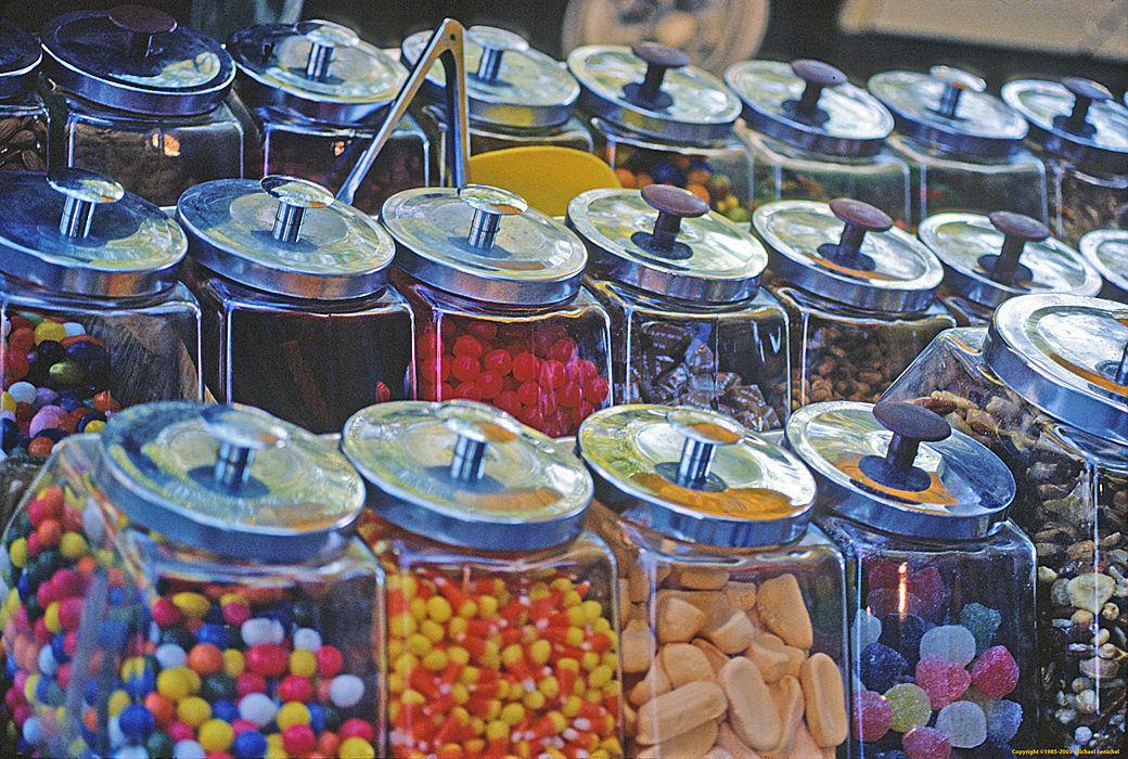 [Candies in Jars]